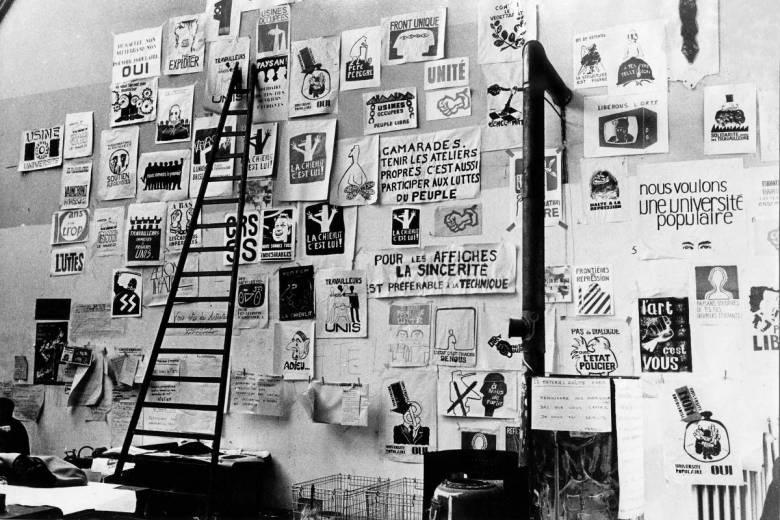 Parede do Ateliê Popular da Escola de Belas Artes de Paris, em 1968  - Atelier Populaire