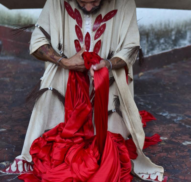 Manto, figurino do conto_ O velho no pé de cajá, 2019. Fotografia por Aissa Seidi. (3)